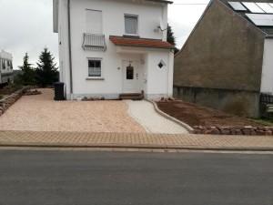 Weg aus Granitpflaster